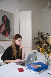 photo-of-woman-using-laptop-3747446 (1)